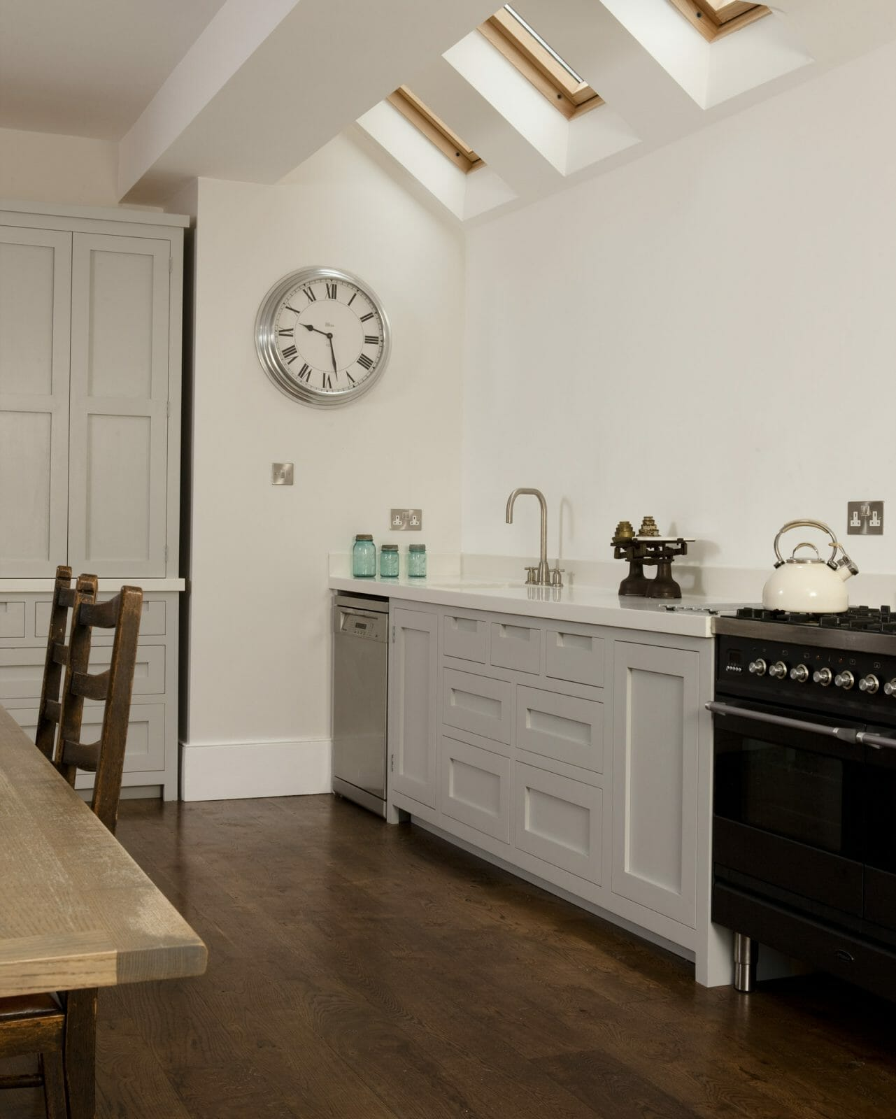 Modern Twist On Tradition: Southfields Handleless Shaker Kitchen