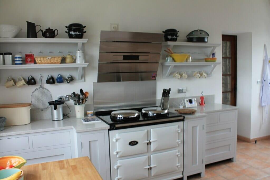 Handle less painted shaker kitchen Near Bordeaux, France