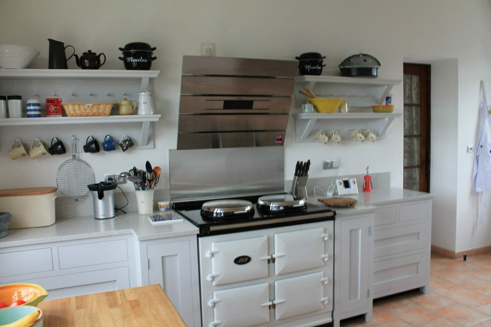 Handle less painted shaker kitchen Near Bordeaux, France - Higham ...