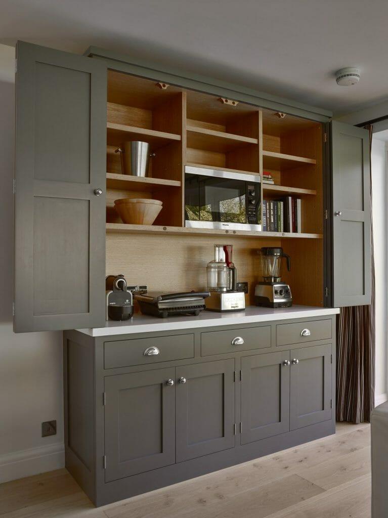 East Grinstead Bi-fold Dresser